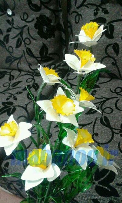 گل نرگس با رنگ شیشه ای